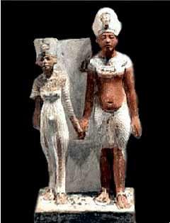 تمثال لاخناتون ونفرتيتى فى فترة الشباب